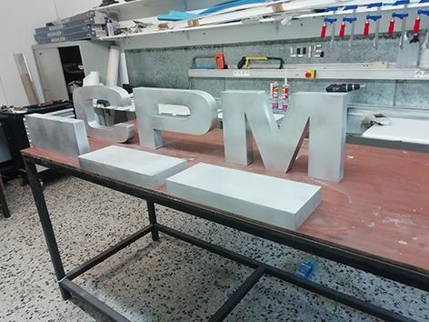 fabricación,montaje e instalación de rótulos